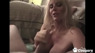 Old MILF Sucks Off A Dick For Fun