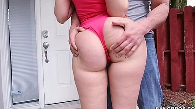 Sexy PAWG Ryan Smiles Hot Workout on Ass Parade (ap14986)