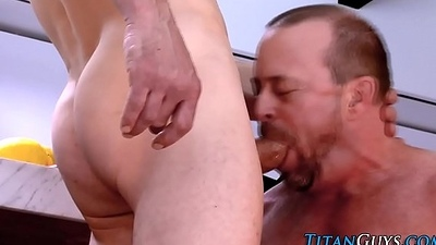 Mature ripped bear cums