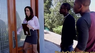 Mature interracial estate agent triofucked