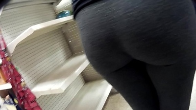 big candid leggings